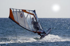 Windsurf le saut. Photographie stock