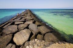 windsurf o céu arrecife teguise lanzarote Imagens de Stock