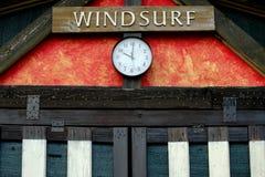 Windsurfenmiet- und -verkaufsbüro Stockfotos