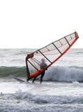 Windsurfer на ветреный бурный день Стоковое Изображение