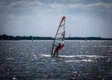 Windsurfer на голландском озере, Нидерландах Стоковое фото RF