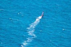 Windsurfer на голубом море Стоковые Фото