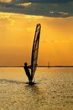 Windsurfer человека стоковые изображения rf