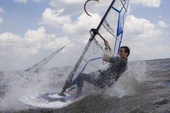Windsurfer bij volledige snelheid Royalty-vrije Stock Foto's