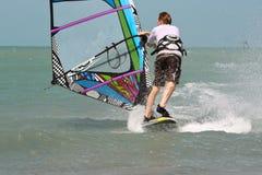 Windsurfer door rug Royalty-vrije Stock Fotografie