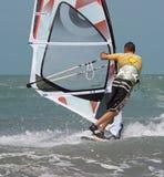 Windsurfer door rug Royalty-vrije Stock Foto