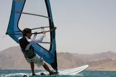 Windsurfer e mar. Imagem de Stock