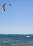Windsurfer - embarquement de cerf-volant Photographie stock libre de droits