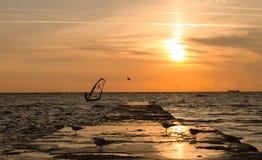 Windsurfer en el amanecer Imagen de archivo libre de regalías