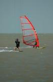 Windsurfer en parasurfer Stock Foto's