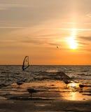Windsurfer en salida del sol Fotos de archivo