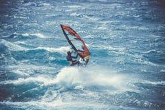 Windsurfer Gil Gherardi Marino in actie tijdens de windsurfwereldbeker stock foto