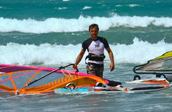 Windsurfer met zeil Royalty-vrije Stock Foto