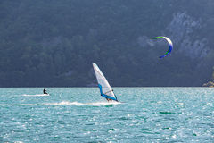 Windsurfer no lago Foto de Stock Royalty Free