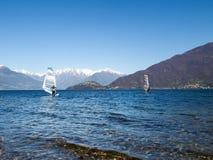 Windsurfer początek od plaży Zdjęcie Stock