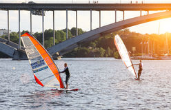 Windsurfer in Stockholm Lizenzfreies Stockfoto
