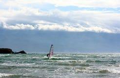 Windsurfer su un'acqua di mare Fotografia Stock