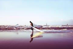 Windsurfer sur la plage en Hollande images stock
