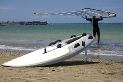 Windsurfer, vela e placa Imagem de Stock