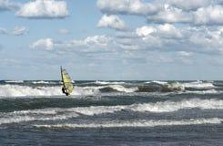 Windsurfer w falistym morzu Obrazy Stock