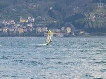 Windsurfer zabawa w dniu Breva Obrazy Stock
