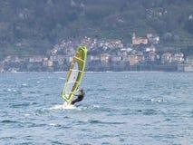 Windsurfer zabawa w dniu Breva Obraz Stock