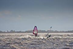 Windsurfers в шторме Стоковые Фото