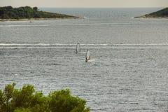 2 Windsurfers на открытом море Стоковые Фотографии RF