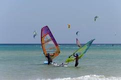 Windsurfers на пляже Sotavento Стоковые Изображения