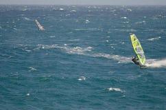 Windsurfers плавая в море Стоковое Изображение
