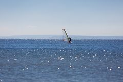 Windsurfers плавая на море Стоковая Фотография