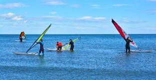Windsurfers, пляж Maalvarosa, Валенсия, Испания Стоковая Фотография RF