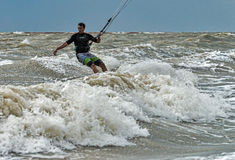 Windsurfing και στο Dolzhanka, περιοχή Krasnodar, Στοκ φωτογραφίες με δικαίωμα ελεύθερης χρήσης