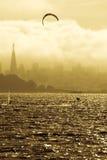 Windsurfing στον κόλπο Στοκ εικόνα με δικαίωμα ελεύθερης χρήσης