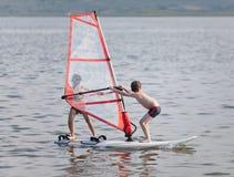 Windsurfing achter elkaar Stock Fotografie