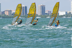 Windsurfing def. van mensen bij de 2013 Varende Kop van de Wereld ISAF in M Stock Foto's