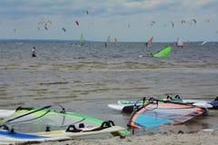 Windsurfing en het kitesurfing Stock Afbeelding