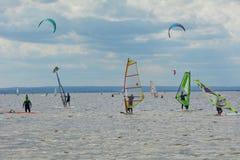 Windsurfing en het kitesurfing Royalty-vrije Stock Foto's