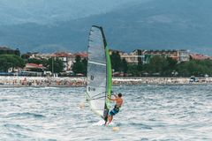 Windsurfing na morzu Zdjęcia Royalty Free