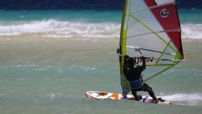 Windsurfing na Risco Del Paso plaży, Fuerteventura, wyspy kanaryjska Fotografia Stock