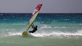 Windsurfing na Risco Del Paso plaży, Fuerteventura, wyspy kanaryjska Zdjęcia Stock