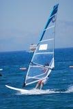 Windsurfing no movimento Imagens de Stock