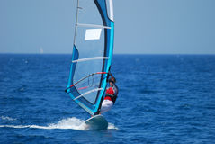 Windsurfing no movimento Fotografia de Stock Royalty Free