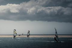 Windsurfing in Sotavento-strand stock afbeelding