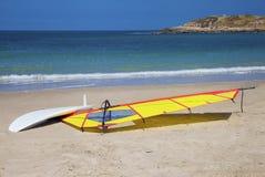 Windsurfing surfboard osuszka na brzeg Obraz Stock