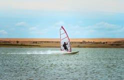 Windsurfingssport het varen water actieve vrije tijd Stock Afbeelding