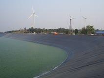 Windturbin som frambringar elektricitet Arkivfoto