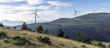 Windturbine contro cielo blu Fotografia Stock Libera da Diritti