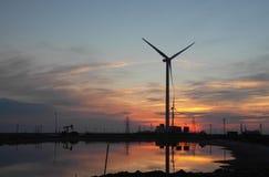 Windturbine in de Dageraad stock afbeeldingen
