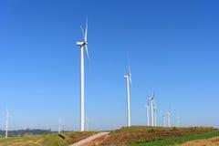 Windturbine met blauwe hemel Royalty-vrije Stock Fotografie